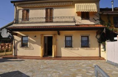 HOUSE NEAR THE SEA  in WEEKLY RENTAL a PIETRASANTA